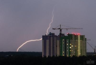 Синоптики попереджають українців про грози