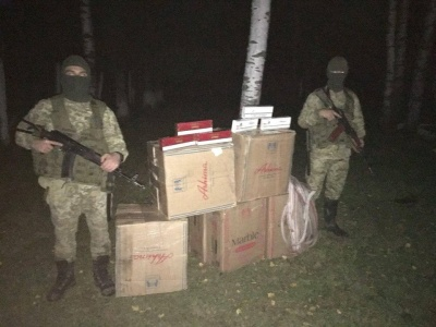Нічна стрілянина на кордоні: на Буковині контрабандисти втекли, покинувши сигарет на 200 тисяч
