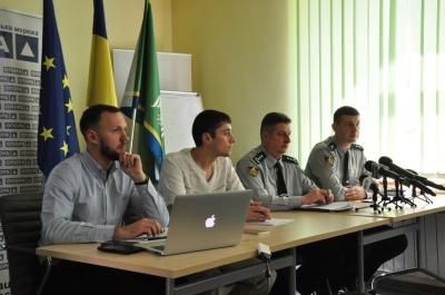 Кандидати годували членів комісій: Опора розповіла про порушення на виборах на Буковині