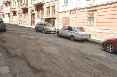 У Чернівцях на вулиці Переяславській замість асфальту встановлять бруківку