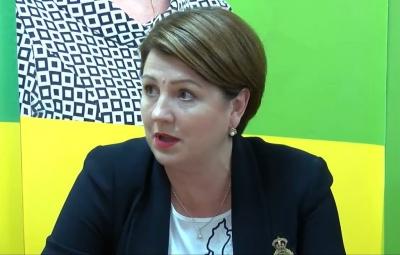 Хто така Олена Лис, яка перемагає на виборах до парламенту в Чернівцях