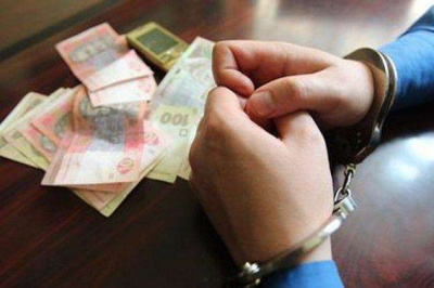 На Буковині поліцейський отримав три роки ув'язнення за хабар і шахрайство