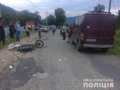 На Буковині п'яний мотоцикліст влетів в автобус - фото
