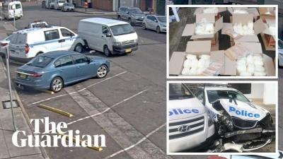 На ловця і звір: У Сіднеї фургон з наркотиками врізався у поліцейську машину