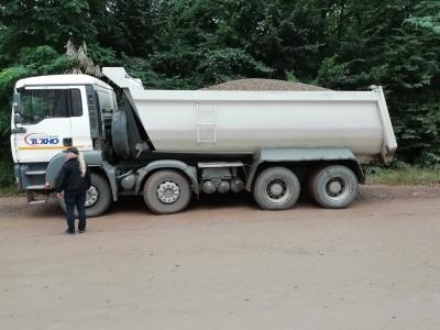 У Чернівцях оштрафували 4 водіїв вантажівок, які перевозили сипучі матеріали без тентів