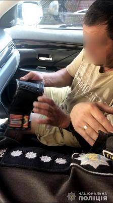 На Буковині п'яний водій «Жигулів» протаранив ворота і хотів підкупити поліцейських