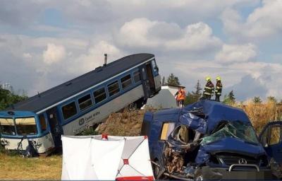 Автобус з українськими заробітчанами зіткнувся з поїздом у Чехії: загинула жінка