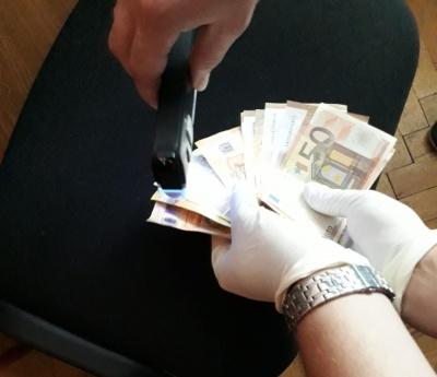На Буковині на хабарі 1000 євро затримали секретарку приймальної комісії коледжу