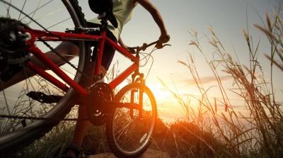 Виставка електрокарів та безкоштовні напої: сьогодні у Чернівцях відбудеться веловечірка
