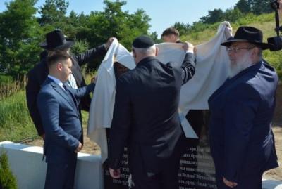У Садгорі відкрили пам'ятний знак на місці розстрілу євреїв під час Другої Світової війни - фото