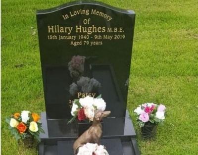 У Британії чоловік поховав дружину на кладовищі для домашніх тварин