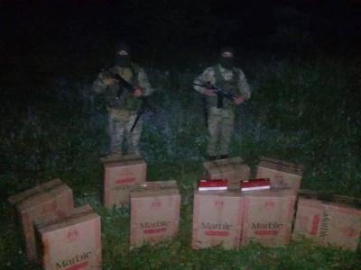Стрілянина на кордоні: на Буковині контрабандисти покинули 3,6 тис пачок цигарок
