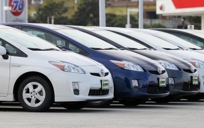 Українці купують більше автомобілів з-за кордону