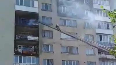 У Новодністровську рятувальники погасили пожежу на балконі житлового будинку – відео
