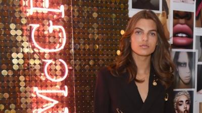 17-річний син Елізабет Херлі повторив образ мами від Versace: фото
