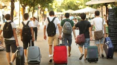 Скільки українців перебувають на заробітках: офіційні цифри