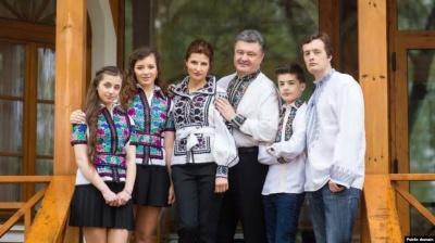 Порошенко виїхав за кордон разом з сім'єю