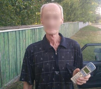 У райцентрі на Буковині чоловік викрав телефон з приміщення швидкої