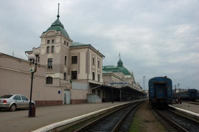 Чернівецька міськрада проситиме Омеляна про потяг до Польщі