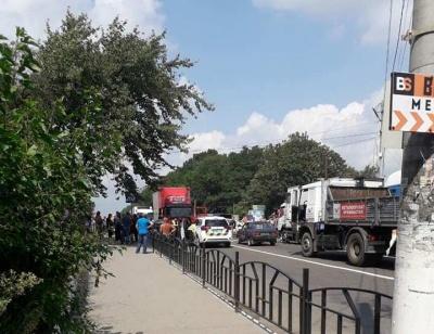На Буковині перекрили трасу на Тернопіль: вимагають ремонту - відео