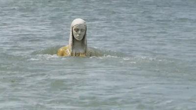 У річці на Івано-Франківщині з'явилася скульптура Божої Матері - відео