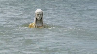 Стало відомо, як загадкова скульптура опинилась посеред річки на Прикарпатті