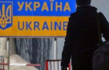 У Заставні громадянина РФ депортують з України