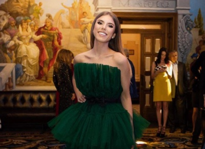 Весіллю - бути: Ассоль повернула собі весільну сукню вагою в 32 кг