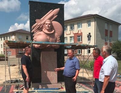 У селі на Буковині встановлюють пам'ятник Леоніду Каденюку