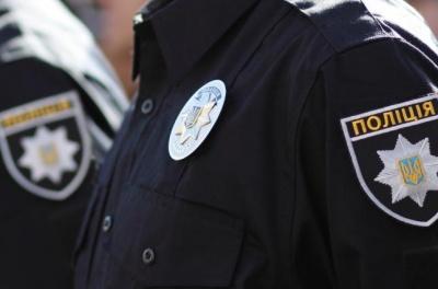 Протаранили авто і били всіх підряд: п'яні молодики напали на сім'ю з дитиною