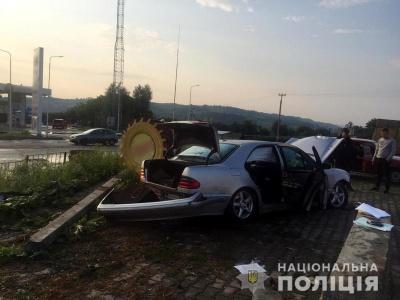 Водій втік, покинувши травмованого пасажира: відомі деталі ранкової ДТП на Буковині