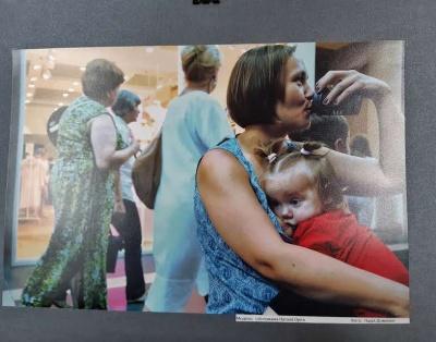Годувати немовлят на людях – це нормально: у Чернівцях відкрили фотовиставку