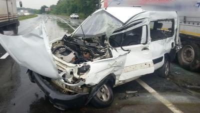 ДТП поблизу Чернівців: унаслідок зіткнення двох авто госпіталізували чоловіка – фото