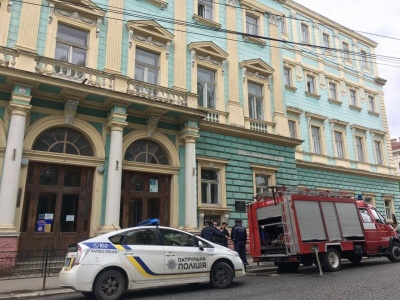 Масові «замінування»: у Чернівцях поліція перевірила майже 200 об'єктів, вибухівки не знайшли