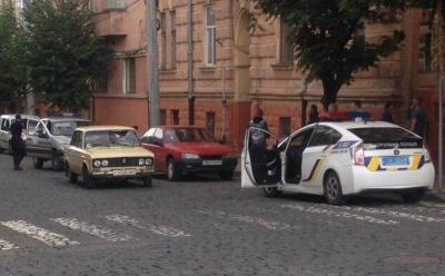Конфлікт на дорозі: у Чернівцях байкери розбили лобове скло автівки, яка нібито їх «підрізала»
