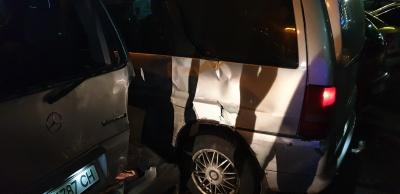У Чернівцях «мажор» влаштував «дрифт» і врізався у два припарковані «буси»