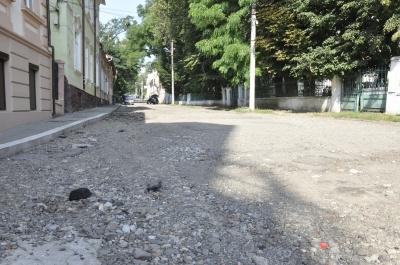 Ремонту не буде: вулицю в центрі Чернівців нема за що асфальтувати