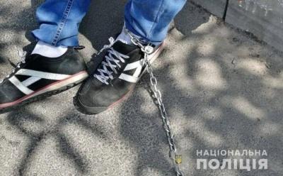У Києві таксист посадив на ланцюг пасажира, бо той не розрахувався
