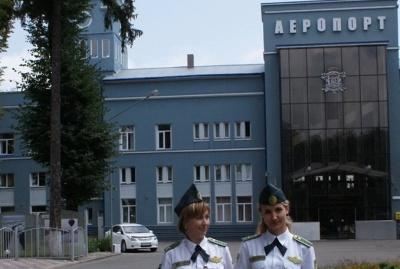 В аеропорті «Чернівці» затримали жінку, яка з «липовими» документами хотіла вивезти дочку до Італії