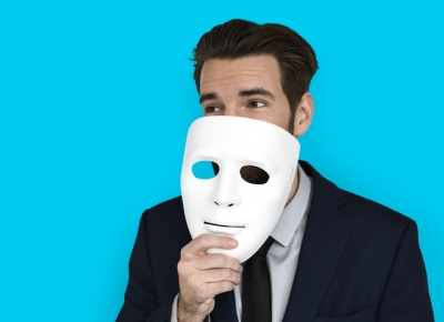 Як розпізнати обман: 8 порад психолога