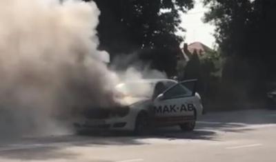 У Чернівцях під час руху задимілась автівка – відео