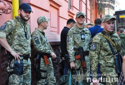 У Чернівцях група поліцейських відправилась на службу в зону ООС – фото