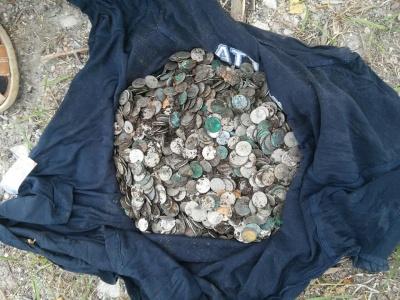 У дворі монастиря на Тернопільщині знайшли скарб