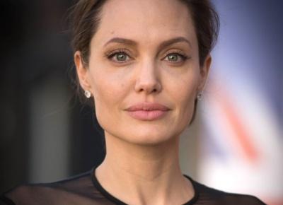 """""""Жодна сукня не прикрасить вас, якщо ви порожня всередині"""", - Анджеліна Джолі про фемінізм"""
