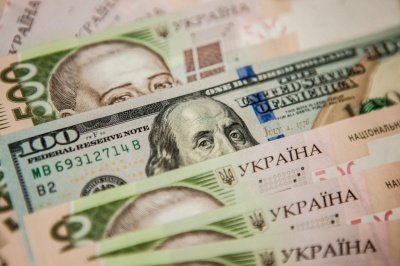 Українці у липні купили у банках майже на $100 млн валюти більше, ніж продали