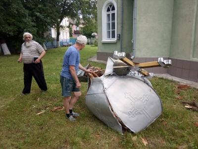 Буревій на Буковині зруйнував купол церкви: у мережі збирають гроші на його відновлення