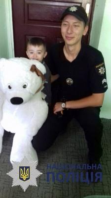 У Чернівцях поліцейські допомогли трирічному хлопчику віднайти маму