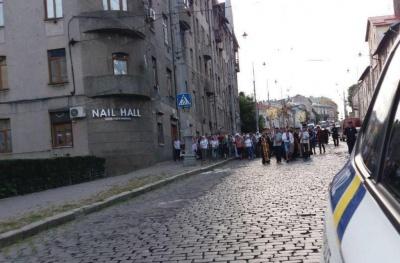 У Чернівцях розпочався хресний хід, на Гагаріна ускладнено рух транспорту