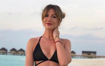 Волога Нікітюк похвалилася фігурою в купальнику - фото