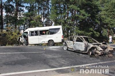 На трасі «Житомир-Чернівці» некерований BMW влетів у маршрутку